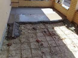 Как сделать бетонную стяжку пола своими руками: технология процесса