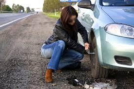 Как заменить колесо автомобиля: инструкция для новичков