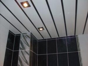 Что выбрать для отделки потолка в ванной